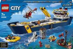 Конструктор LEGO City Океан: исследовательское судно 745 деталей (60266)