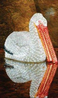 Новогодняя светодиодная декорация Scorpio Пеликан 106х58 см Белая (560346) (4820005603466)
