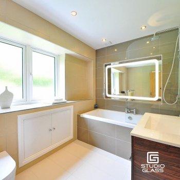 Зеркало в ванную с LED-подсветкой StudioGlass 6-4 80x50 см
