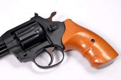 Револьвер під патрон Флобера Safari RF-461 cal. 4 мм букова рукоятка, BLACK CERAKOTE