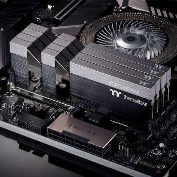 Модуль памяти для компьютера DDR4 16GB (2x8GB) 4400 MHz Toughram Black ThermalTake (R017D408GX2-4400C19A)