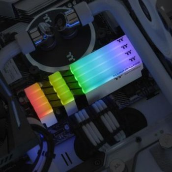 Модуль памяти для компьютера DDR4 16GB (2x8GB) 4400 MHz Toughram White RGB ThermalTake (R022D408GX2-