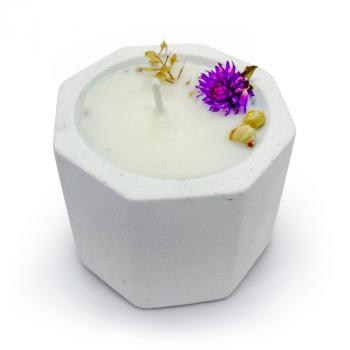 Соевая арома-свечка в бетонном кашпо OSOKA Purple Flowers 5,5х4,5 см (0019)