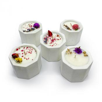 Соевая арома-свечка в бетонном кашпо OSOKA Pink Flowers 5,5х4,5 см (0020)