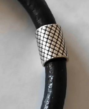 Кожаный шнурок на руку со вставками из серебра SilverArtisan 0.909-7 21,5 размер