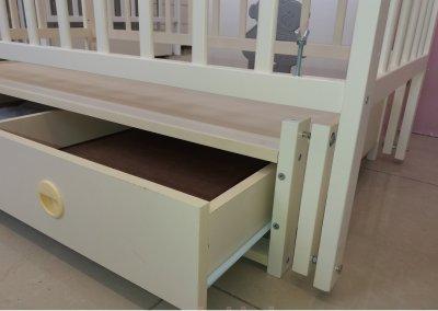 Дитяче ліжко-колиска АНАСТАСІЯ Кузя, шухляда+відкидна боковинка, слонова кість