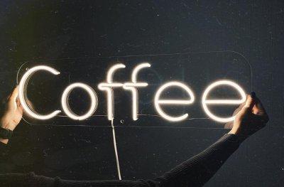 Неонова вивіска «Coffee»