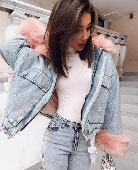 Жіноча джинсова коротка утеплена куртка Simplee зі знімним рожевим хутром