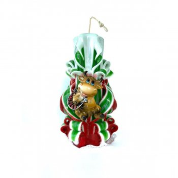 """Свеча Новогодняя Shine a Flame с декором праздничная 2021 год Быка """"Счастья"""" 16-13 16 см 1 шт Красно-зеленая"""