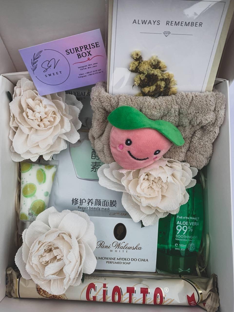 Подарочный набор №2 Surprise box ніжність для девушек, подруг и женщин (Gioto Fererro, Pani Walewska, и т.п. ) 8 шт