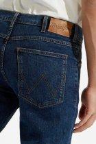 Джинси Wrangler Arizona Straight Classic Fit (W12ORS26J) Синій 40-32 - зображення 3